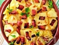 Запечени картофи със сирене, шунка и масло на фурна
